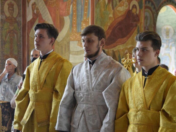 Епископ Новокузнецкий и Таштагольский Владимир совершил священническую и диаконскую хиротонии в Спасо-Преображенском соборе