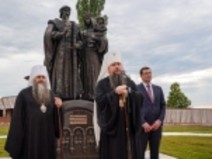 Управляющий делами Московской Патриархии освятил памятник благоверным князю Димитрию Донскому и княгине Евдокии в Нижегородском кремле