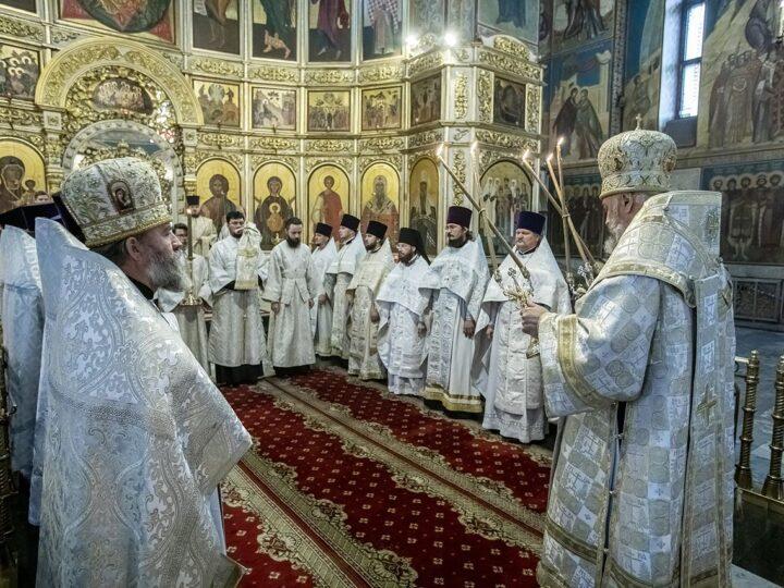 20 августа 2021 г. Божественная литургия в Знаменском соборе в 15-ю годовщину архиерейской хиротонии митрополита Аристарха