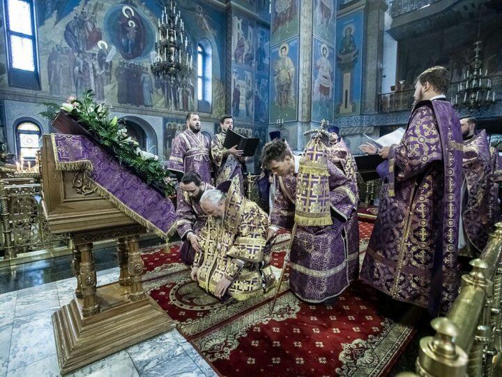 27 сентября 2021 г. Божественная литургия в Знаменском соборе в праздник Крестовоздвижения