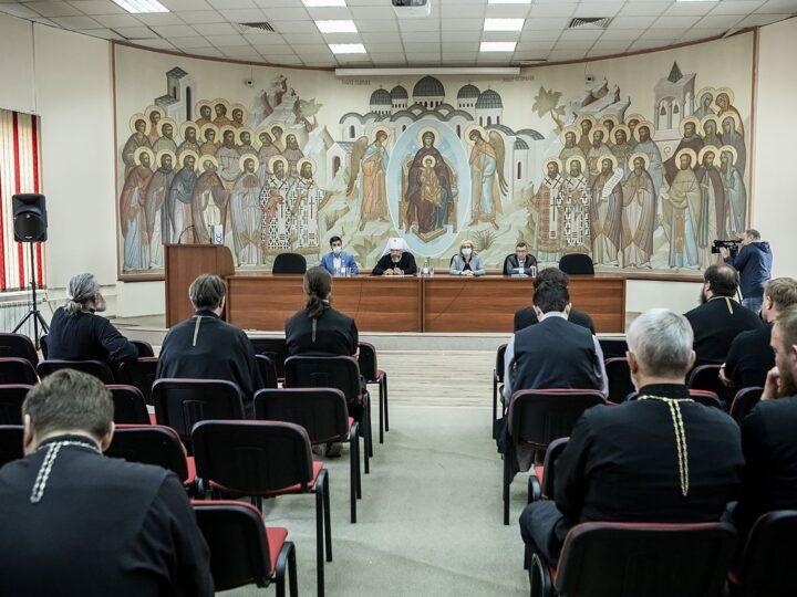 В Кемерове прошла встреча духовенства епархии с представителями Совета Федерации и Правительства Кузбасса