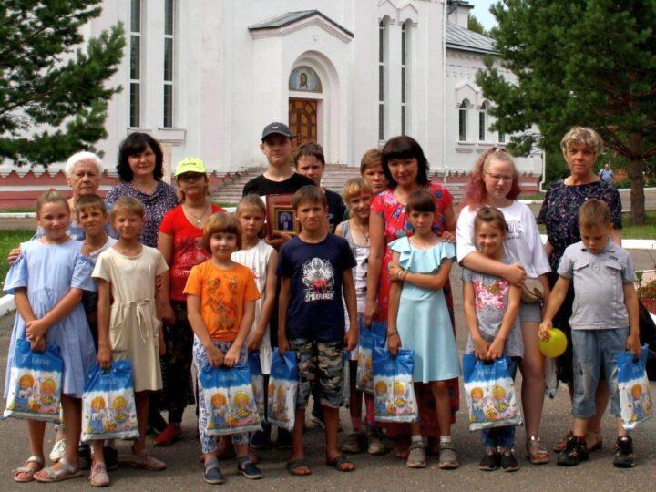 В Мариинской епархии завершилась акция «Собери ребёнка в школу!»