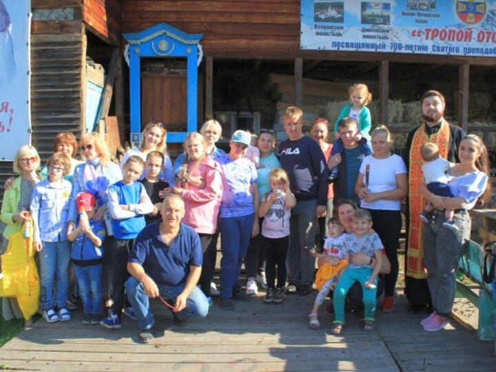 Новокузнецкий священник провёл встречу с детьми с ограниченными возможностями здоровья