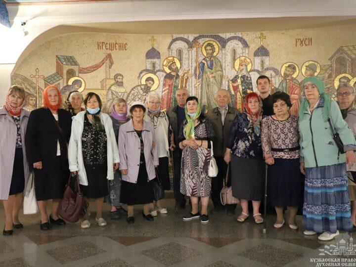 Представители Центра социального обслуживания населения Новокузнецка посетили собор Рождества Христова