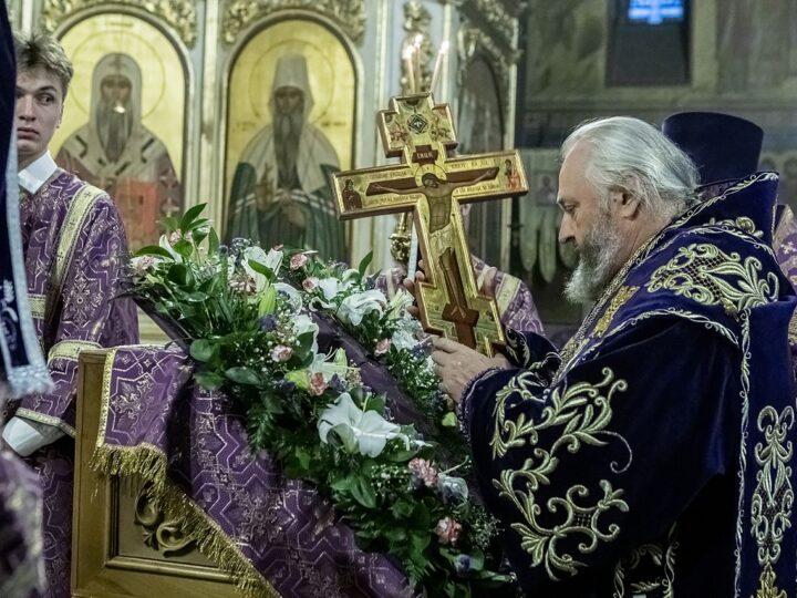 26 сентября 2021 г. Чин воздвижения в Знаменском кафедральном соборе Кемерова