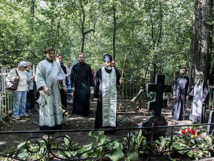 7 сентября 2021 г. Панихида на могилах монашествующих и прихожан Знаменской церкви Кемерова