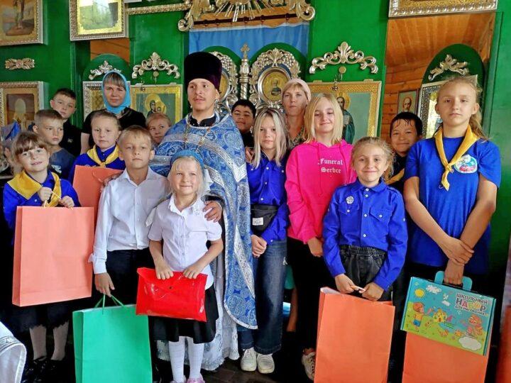 Осинниковский приход помог собраться в школу детям из малообеспеченных семей
