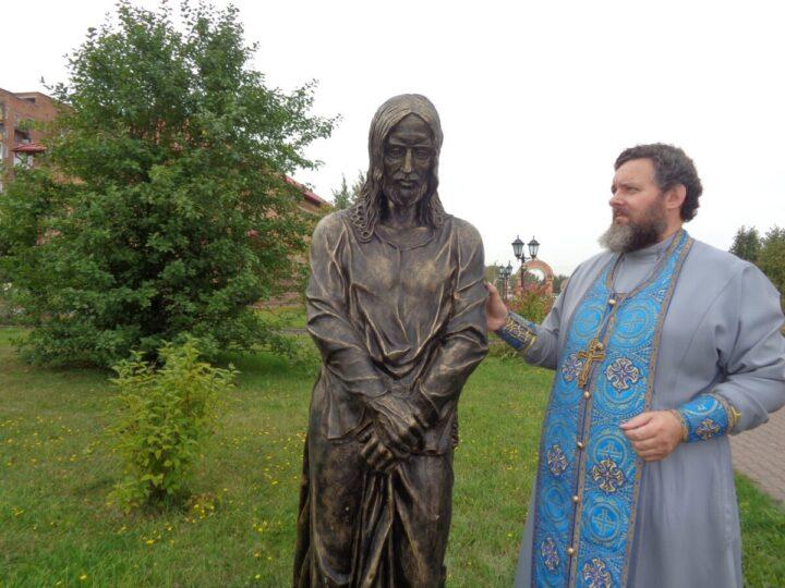 В Осинниковском храме появилась скульптура Иоанна Предтечи
