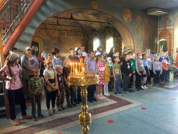 Киселёвский храм помог собраться в школу детям из семей, оказавшихся в трудной жизненной ситуации