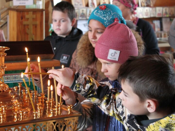Экскурсия для детей прошла в храме святого благоверного князя Александра Невского в селе Костёнково