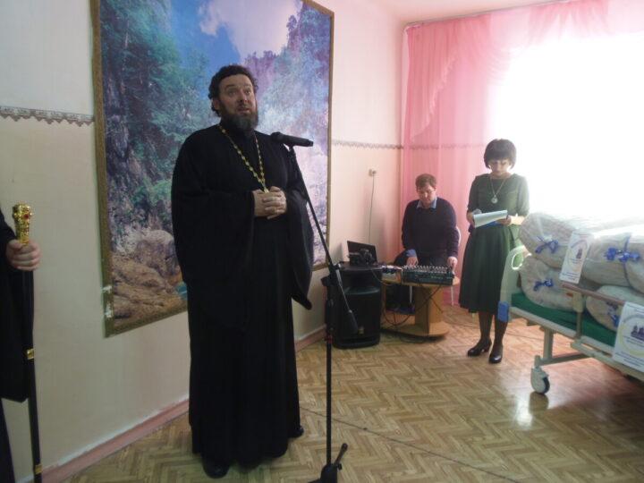 Благочинный церквей Осинниковского округа посетил заседание Совета общественности и изолятор временного содержания
