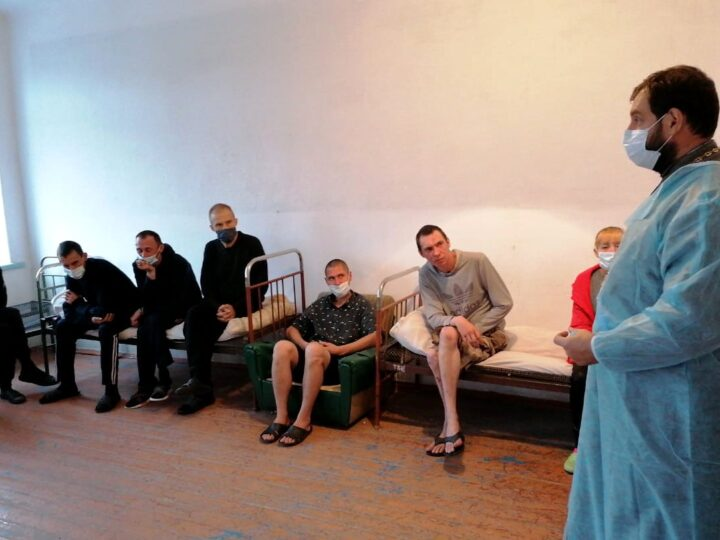 Священник побеседовал с пациентами противотуберкулёзной больницы о вере