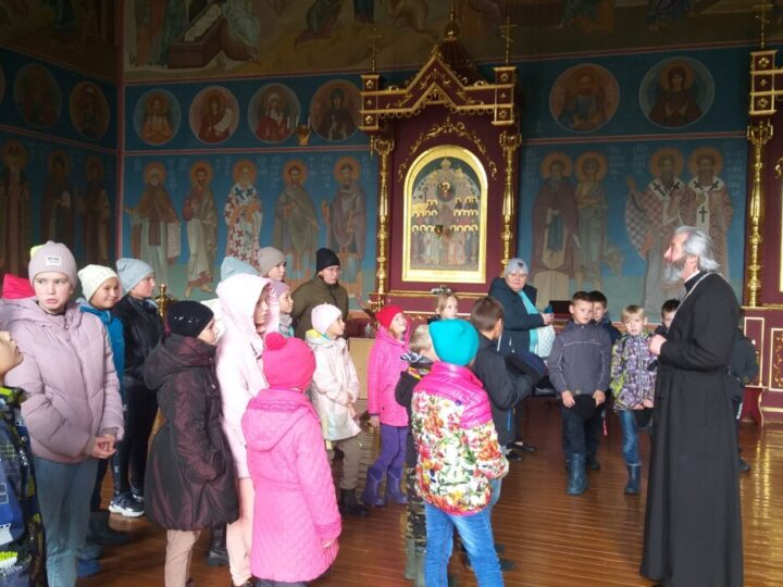 Дети из посёлков Базанча и Калары посетили собор города Таштагола