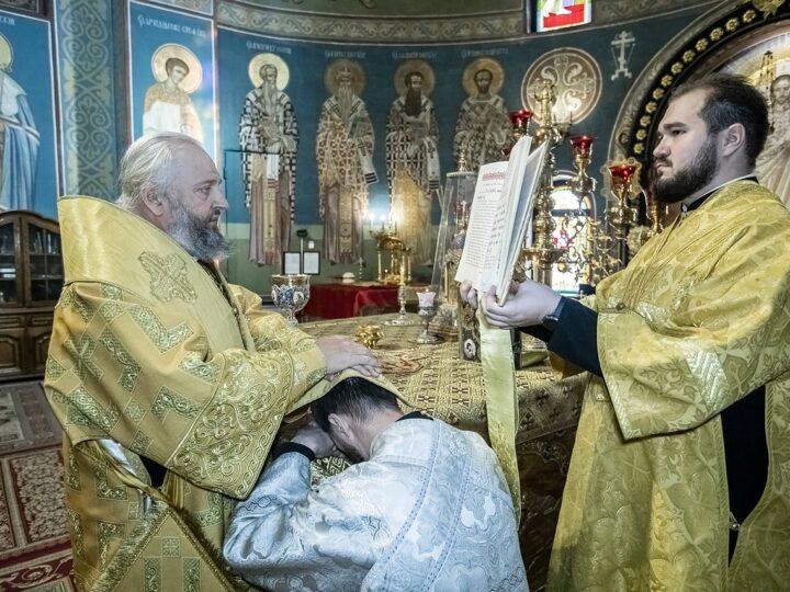 Митрополит Аристарх пополнил клир Кемеровской епархии новорукоположенным диаконом