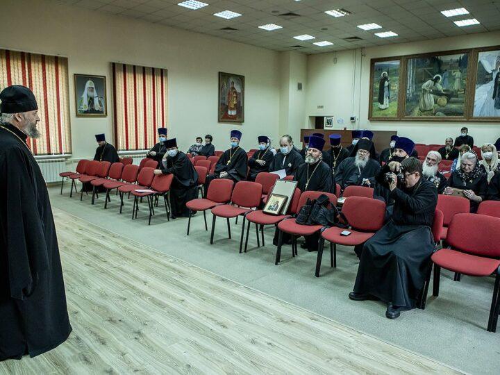 Митрополит Аристарх вручил церковные награды епархиальным труженикам
