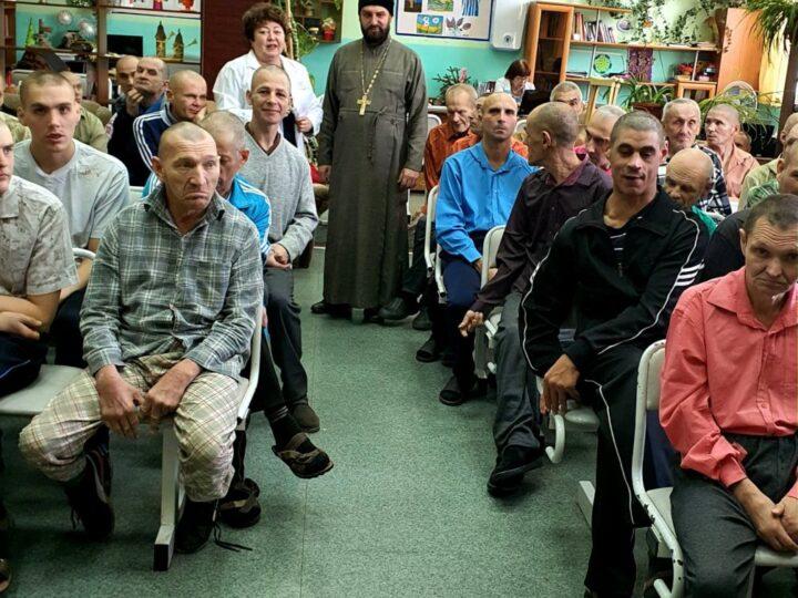В посёлке Кедровом состоялась беседа о празднике Покрова Пресвятой Богородицы